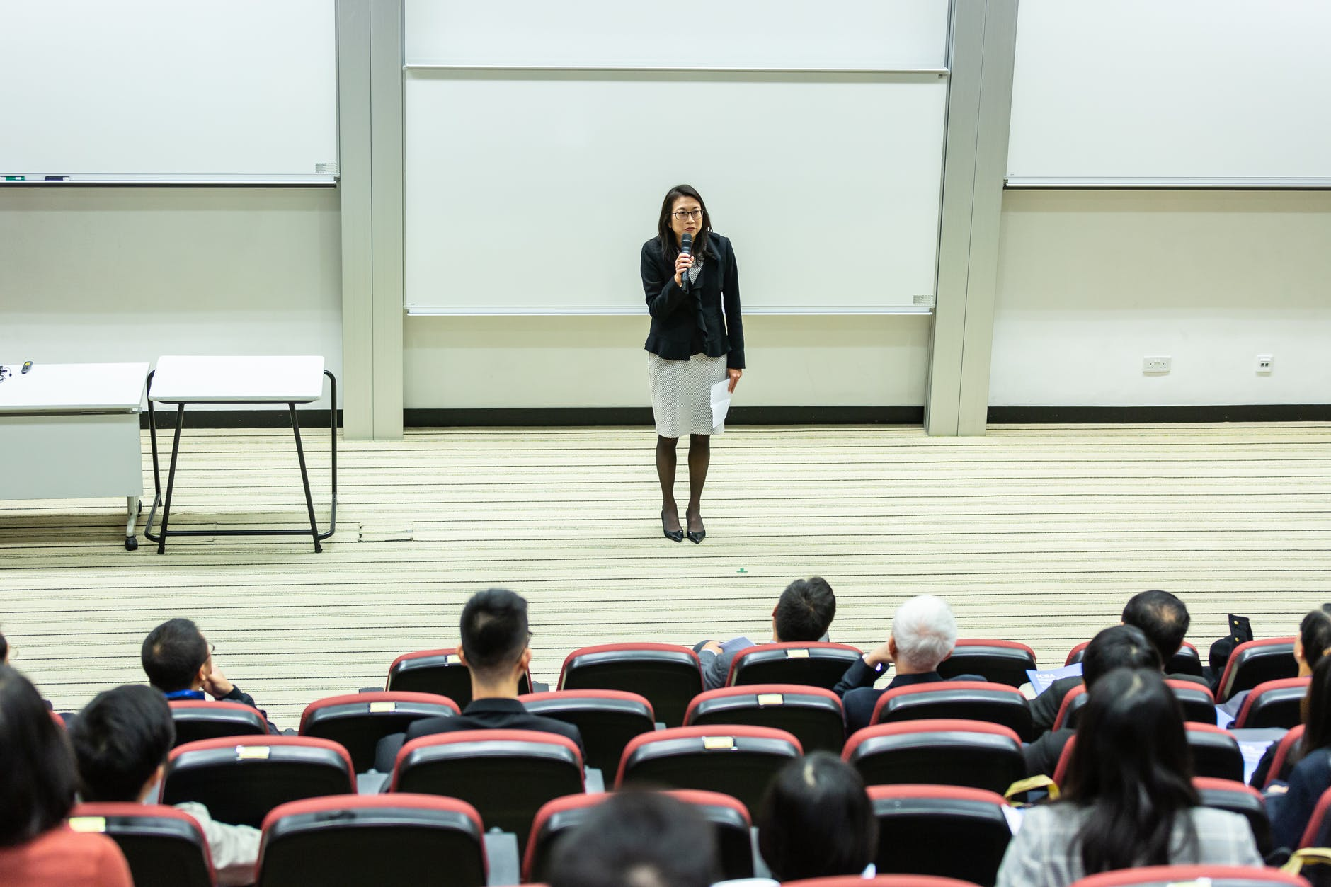 Photo of a teacher in a lecture hall.