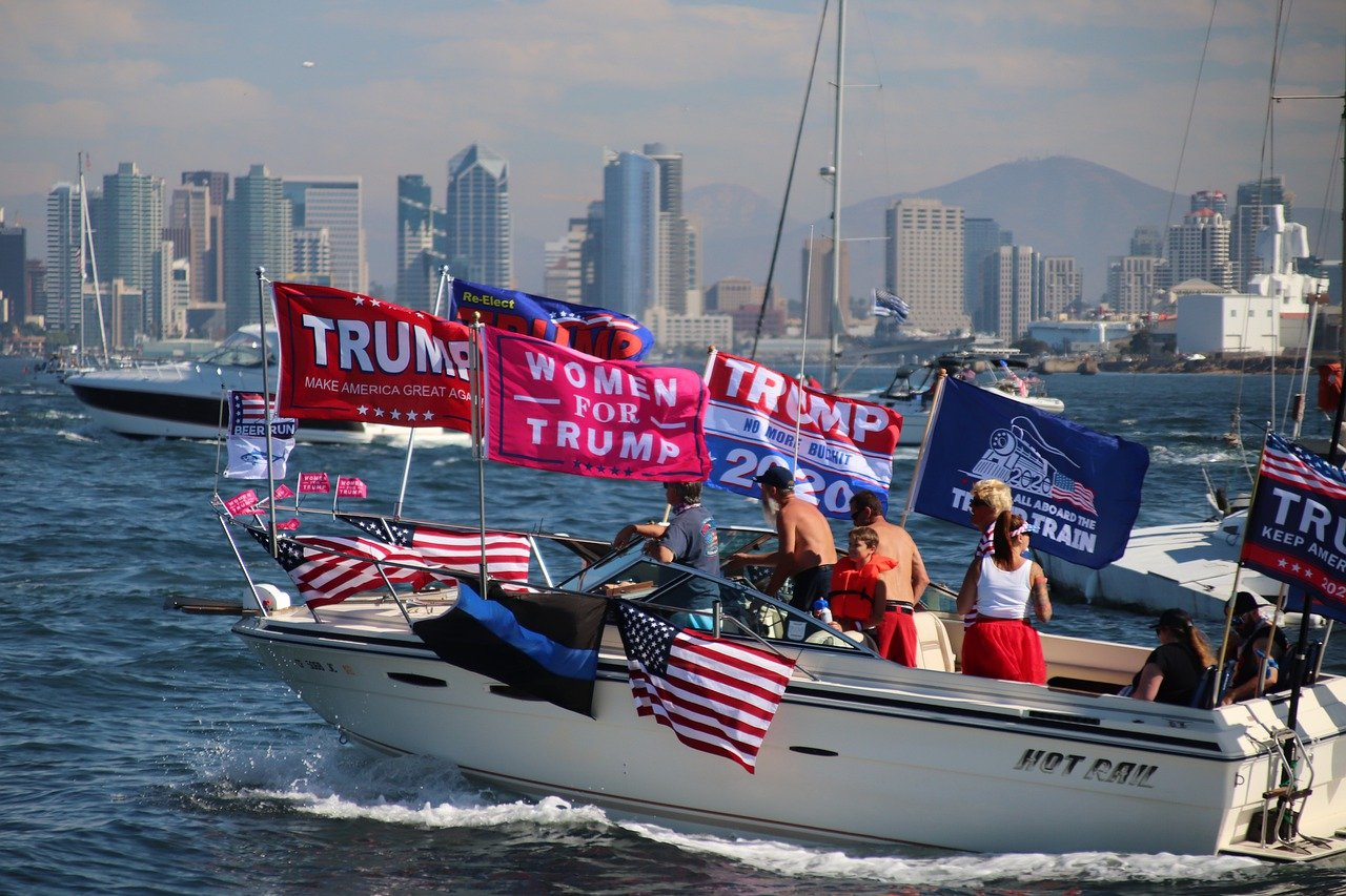 Photo of Trump supporters in a boat in New York